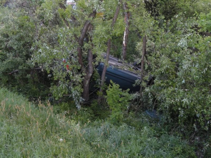 DK 75: Dachowanie samochodu osobowego w Łabowej