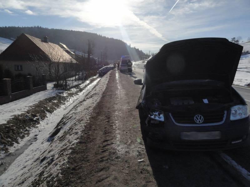 Nowa Wieś: Dwie osoby poszkodowane po zderzeniu samochodów osobowych
