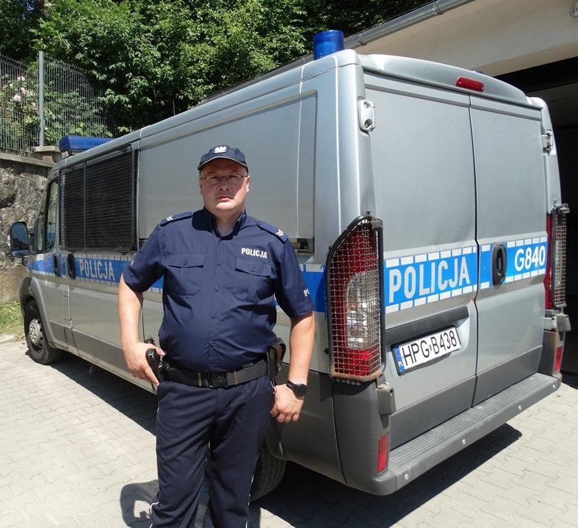 Krynicki policjant w drodze na służbę ratował ludzkie życie