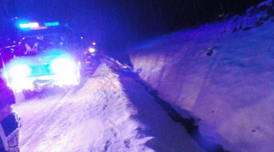 Łabowa: Samochód wypadł z drogi, kobieta trafiła do szpitala