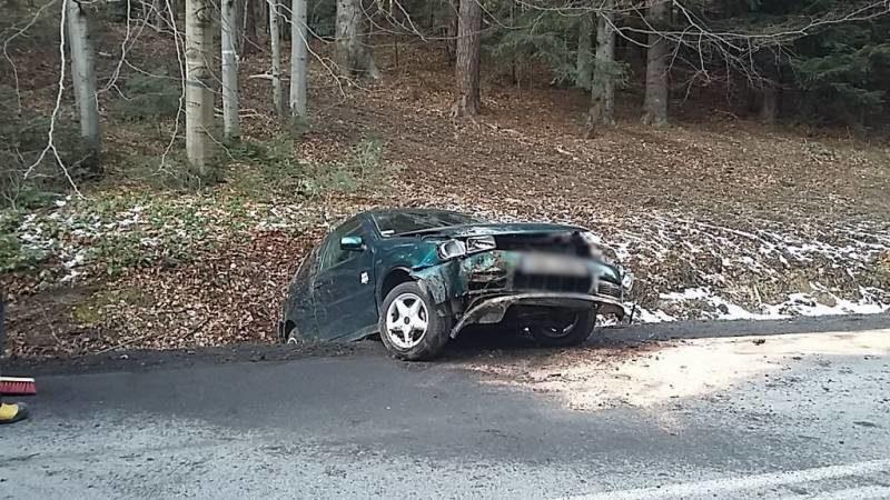 Berest: Samochód osobowy wypadł z drogi - Fot. KMPSP Nowy Sącz