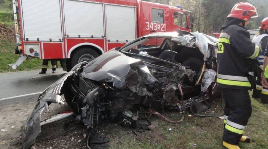 Śmiertelny wypadek w Krzyżówce, nie żyje 65-letni kierowca