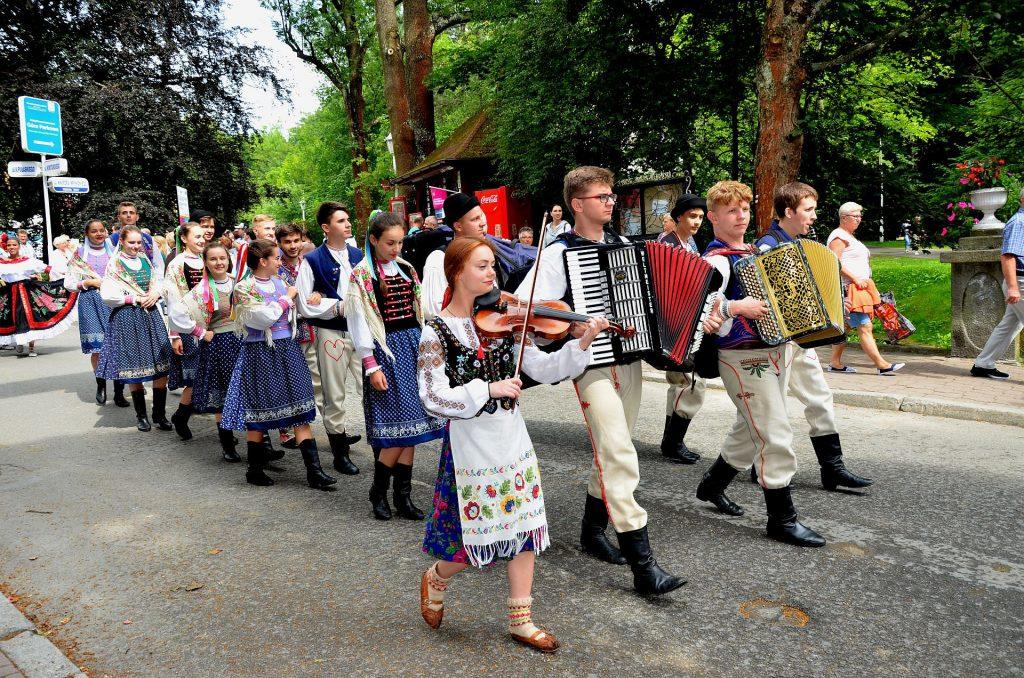 """Festiwal """"Świat pod Kyczerą"""" zawitał do Krynicy"""