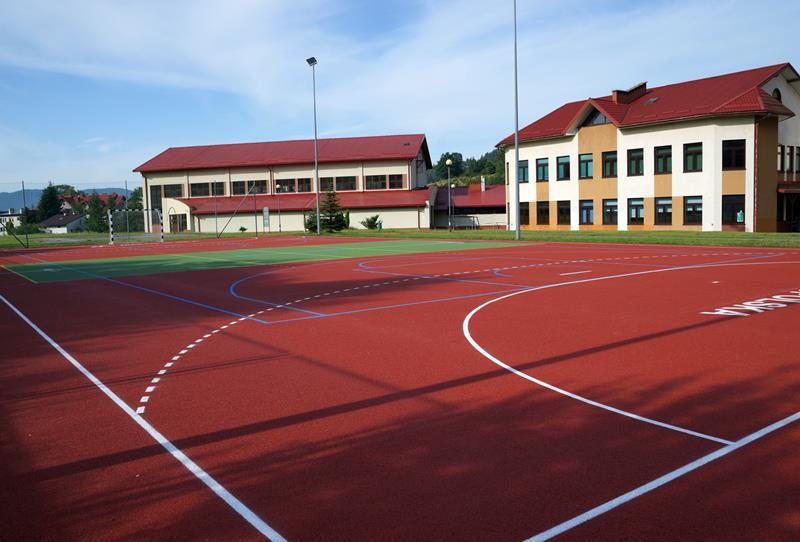 Nowe boisko przy Zespole Szkół Ponadgimnazjalnych w Krynicy-Zdroju