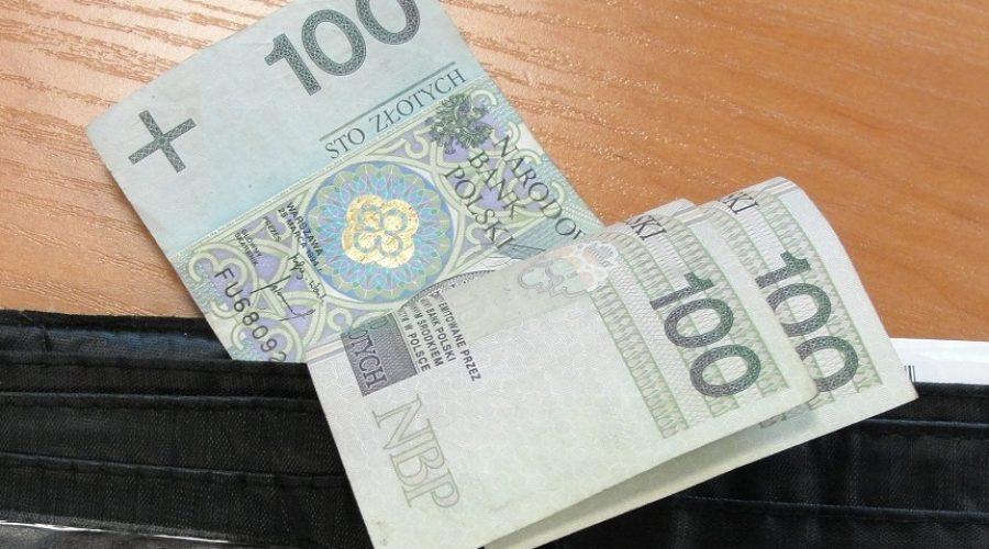 Kryniccy policjanci zatrzymali złodzieja i odzyskali sporą sumę pieniędzy