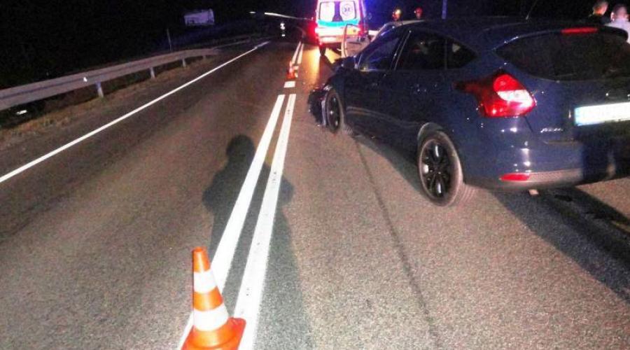 Krzyżówka: Kolizja dwóch samochodów osobowych – jedna osoba poszkodowana