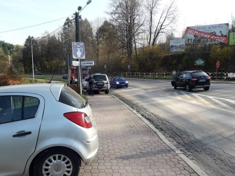 Kolizja na ul. Sądeckiej w Krynicy - fot. KMPSP Nowy Sącz