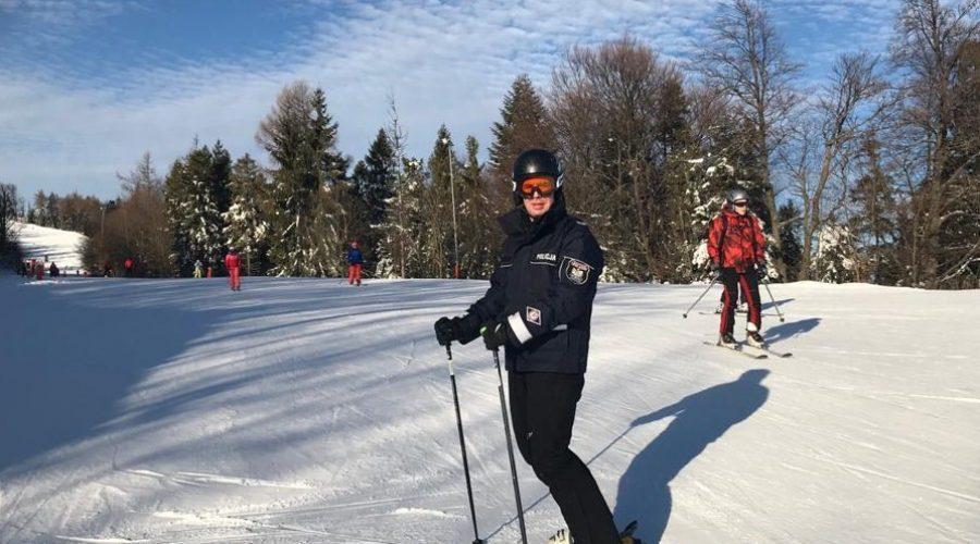 Policjanci kontrolują stoki narciarskie