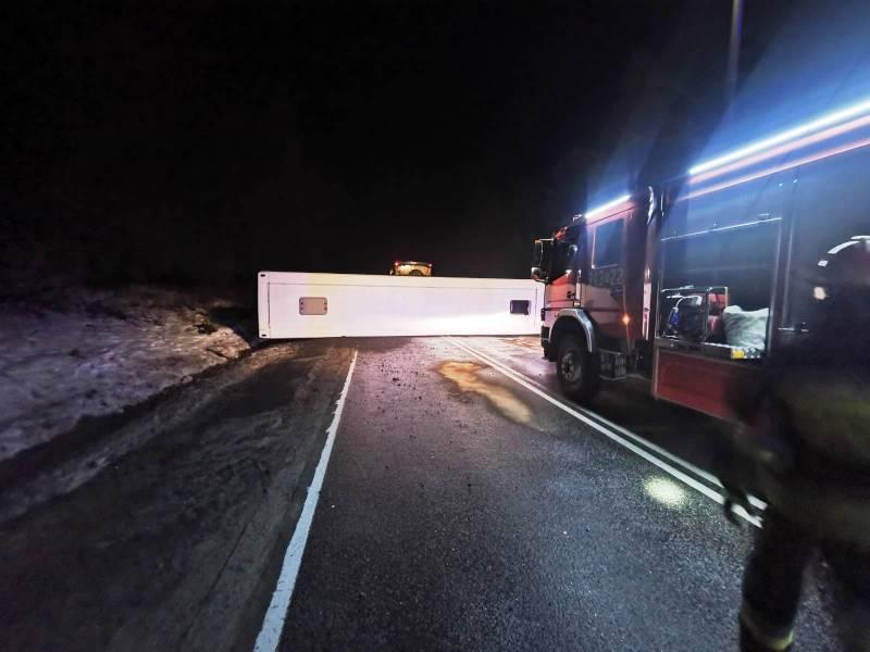 Krynica-Zdrój: Przewrócony autobus zablokował drogę wojewódzką nr 981