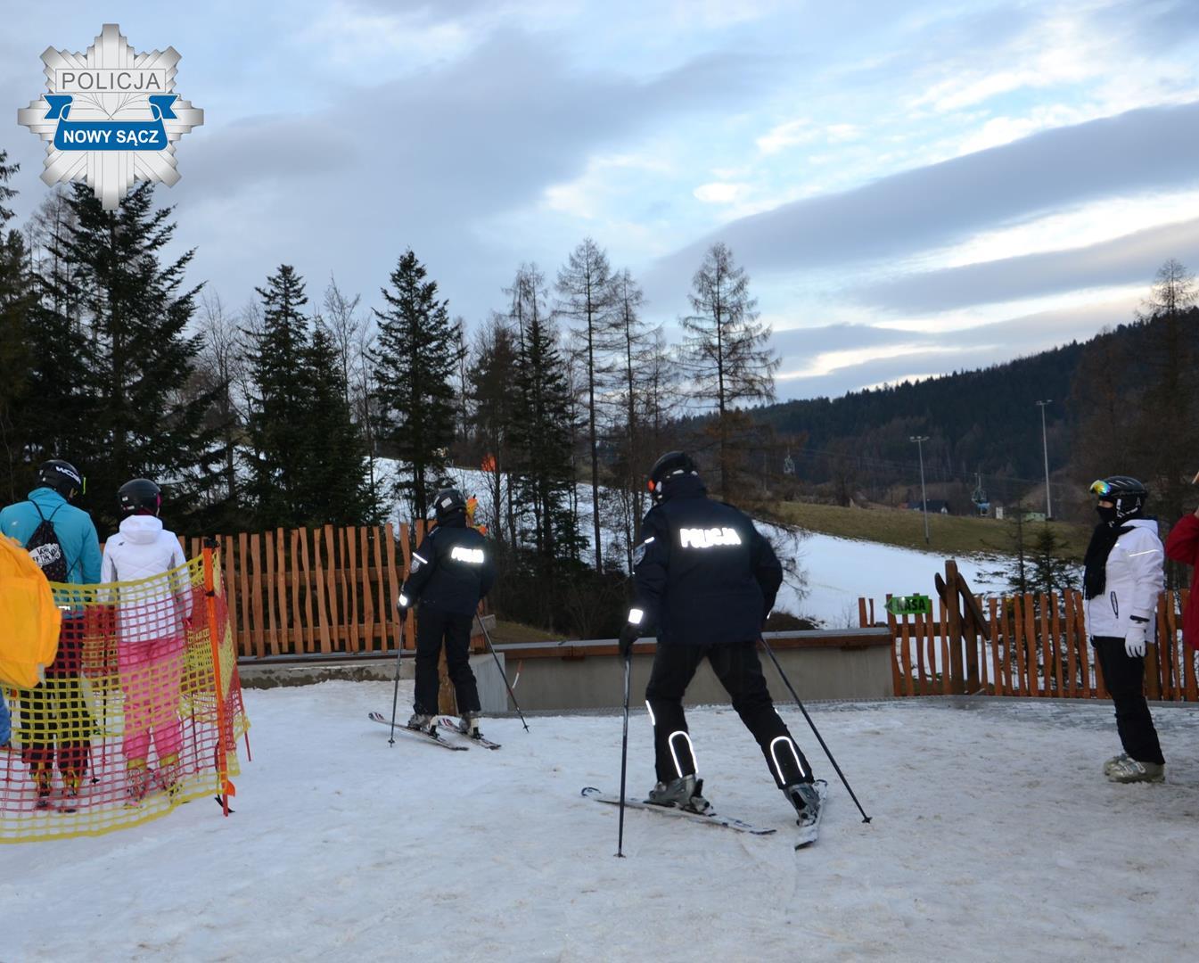 Policyjny patrol narciarski - fot. KMP Nowy Sącz