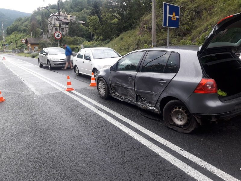 Zderzenie trzech samochodów osobowych w Żegiestowie - fot. KM PSP Nowy Sącz